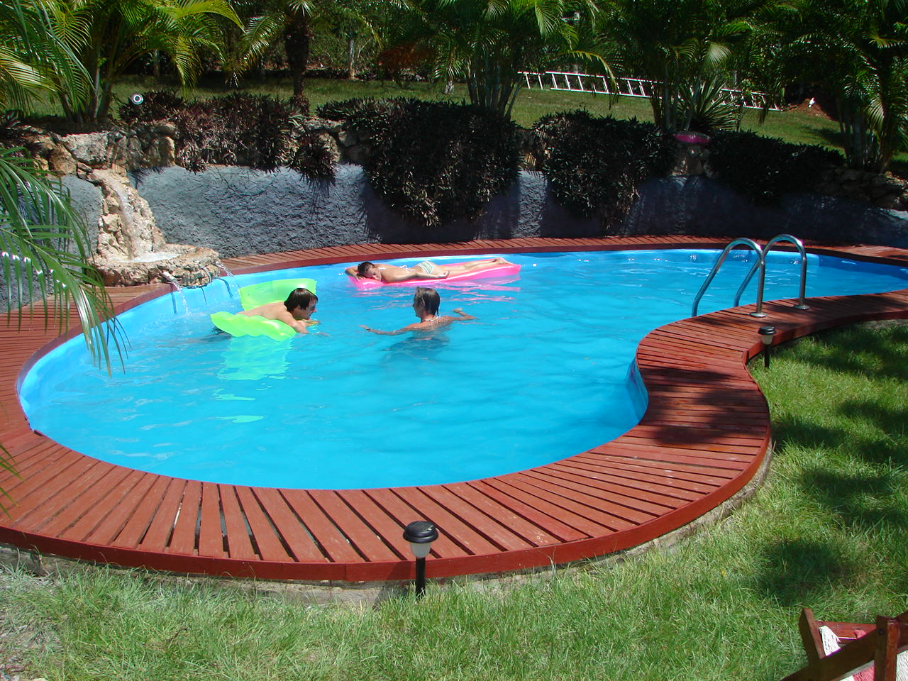Oviedo pool cleaning service for Pool service